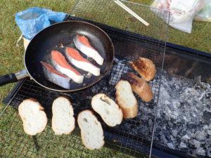 鮭とフランスパンは朝食で焼きました