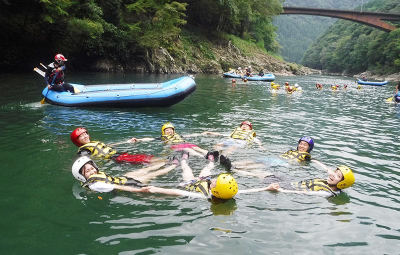京都 保津川ラフティング 川遊び